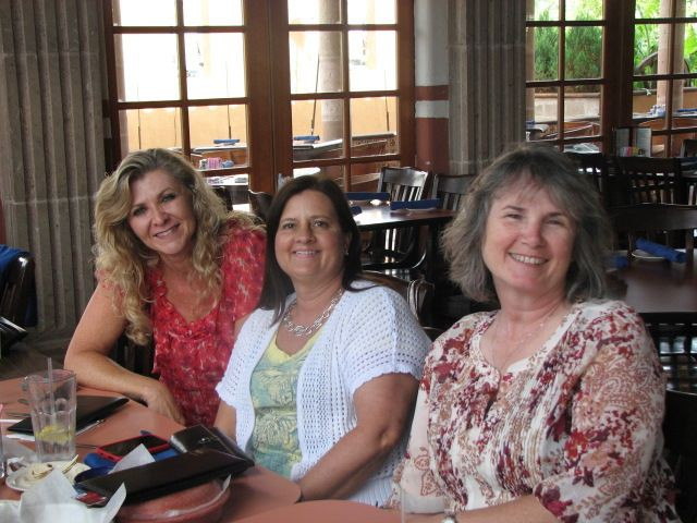 Masha Parsley Perry, Regina Sadler Hurst, and Kathi Guy Jacobs for lunch at Dons<br/>